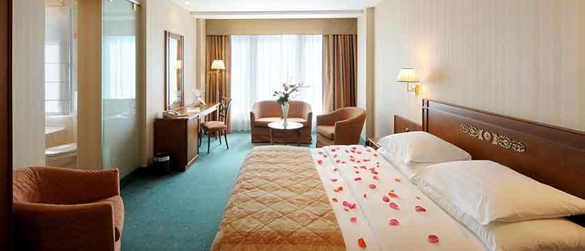 Hotel Rene Capt, Montreux, Switzerland - double bedroom interior.jpg